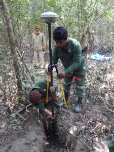 Setting DGPS rover into BFI plot center in Sundarbans